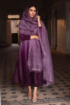 Dress Indian Style, Indian Fashion Dresses, Indian Designer Outfits, Designer Dresses, Indian Gowns, Pakistani Fashion Party Wear, Pakistani Outfits, Indian Outfits, Simple Pakistani Dresses