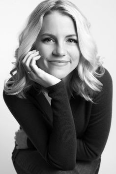Would love a black and white portrait shot like this. I'd like a grainy finish to the shot too, so low saturation of colour. Love her pose too - this could be a flattering pose for me? Business Portrait, Corporate Portrait, Business Headshots, Corporate Headshots, Profile Photography, Headshot Photography, Photography Studios, Photography Backdrops, Professional Portrait Photography