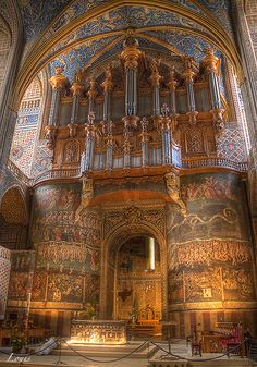 photo de l'intérieur de la Cathédrale Sainte-Cécile à Albi en France  HDR Albi by Louis-photos.deviantart.com on @deviantART