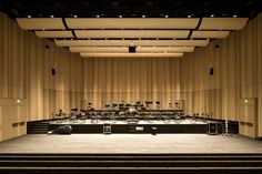 The wall panelling of the large concert hall of the Zurich University of the Arts (ZHdK) was realised using dukta LINAR. Acoustic Wall, Acoustic Panels, Concert Hall Architecture, Auditorium Design, Flexible Wood, Theater, Hall Interior, Function Room, Theatre Design