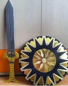 Het zwaard en schild van Wonder woman gemaakt XD