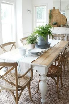 Dining Table Design, Dining Room Table, Dining Rooms, Shabby Chic Zimmer, Dining Room Images, Esstisch Design, Farmhouse Kitchen Tables, Architecture Design, Decoration Table