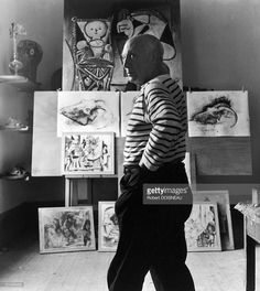Robert Doisneau // France, Vallauris - Pablo Picasso In September 1952 Henri Rousseau, Henri Matisse, Art Picasso, Picasso Paintings, Francisco Goya, Paul Cezanne, Picasso Pictures, Artistic Visions, Robert Doisneau