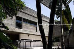 Helm's house (former millan house) Paulo Mendes da Rocha - facade view from the backyard