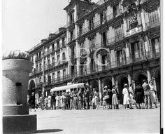 Madrid, 1956. El tranvía en la Plaza Mayor de Madrid