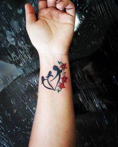 """61 Likes, 1 Comments - Daniela Mansur (@danielamansurtattoo) on Instagram: """"Tattoo Mãe e Filhas  Obrigada Patrícia  Snap mansurtattoo whats 51 98406.5684 #tattoohomenagem…"""""""