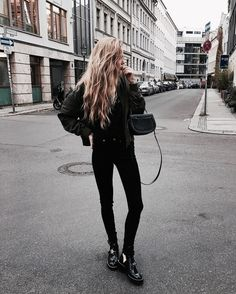 11 Black Street Style Outfit - RedonWhite How to style black skinny jeans and boots in summer. Winter Outfits Tumblr, Casual Winter Outfits, Simple Outfits, Trendy Outfits, Outfits Otoño, Fashion Outfits, Fashion Clothes, Fall Outfits, Street Style