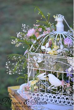 flowers in birdcage - More ideas for flowers for center pieces