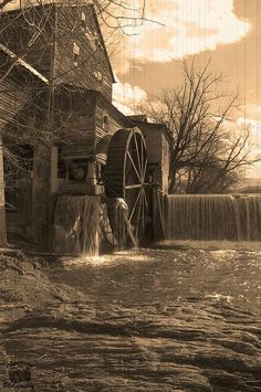 Water-mill: Old Mill Restaurant, Pigeon Forge, Tennessee, US
