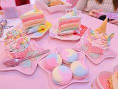20 Childhood Homes of the World's Most Fascinating People Yummy Treats, Sweet Treats, Yummy Food, Unicorn Cafe, Kawaii Dessert, Pink Foods, Cute Desserts, Aesthetic Food, Cute Food