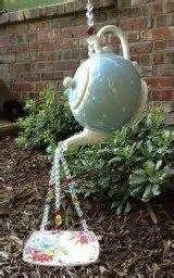Cute Teapot Birdhouse Ideas To Improve Your Outdoor Decor 36 - Trendehouse Garden Totems, Glass Garden Art, Glass Art, Teapot Birdhouse, Birdhouse Ideas, Birdhouse Designs, Garden Crafts, Garden Projects, Garden Ideas
