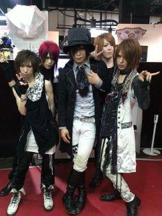 -OZ- Japanese Men, Visual Kei, Punk, Style, Fashion, Swag, Moda, Fashion Styles, Punk Rock