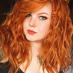 Red hair ideas ( Girls ) Best Picture For red hair brownish For Your Taste You are looking for somet Feathered Hairstyles, Girl Hairstyles, Redhead Makeup, Short Red Hair, Red Hair Woman, Beautiful Red Hair, Beautiful Women, Gorgeous Redhead, Perfect Redhead