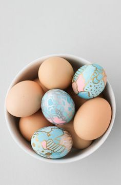 This unbelievably gorgeous Graffiti Art Easter Eggs DIY from @brittnimehlhoff look best when mixed with some plain brown eggs, which means less work for you. Sounds like our kind of craft!