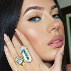 LAURA BADURA FASHION & BEAUTY: Kim Kardashian Inspired Makeup - Turquoise Waterline