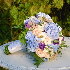 Hydrangea / Svadobná kytica z modrých hortenzií Ale, Floral Wreath, Wreaths, Home Decor, Decoration Home, Room Decor, Ales, Bouquet, Flower Band