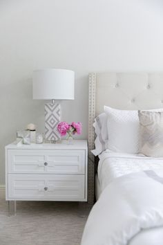 Bedroom Design Without Dresser and A Small Bedroom Design. Home Bedroom, Master Bedroom, Bedroom Ideas, Bedroom Designs, Modern Bedroom Decor, Bedroom Small, Bedroom Inspiration, White Bedroom Design, Cozy White Bedroom
