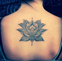 tatuaje de flor de #loto espalda