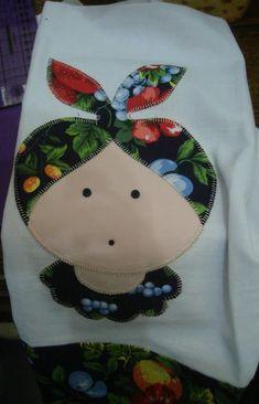 Pano de prato em patchwork em vários desenhos. Barrado em tecido. Preço promocional acima de 4 unidades. Consulte-nos.