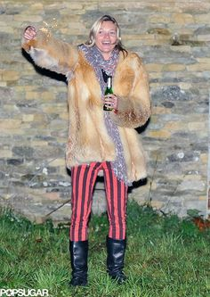 Kate Moss wearing Paige Edgemont Jeans in Red and Black Stripe. Denim Fashion, Star Fashion, London Fireworks, Balmain Jacket, Queen Kate, Bonfire Night, Kate Moss, Black Stripes, Fur Coat