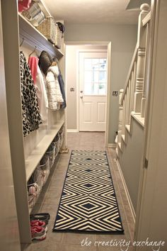 Narrow Hallway Built-In DIY Mudroom Tutorial for making a narrow hallway built-in mudroom. Only 5 inches needed to do this (The Creativity Exchange) The post Narrow Hallway Built-In DIY Mudroom appeared first on Flur ideen. Narrow Hallway Decorating, Narrow Entryway, Entryway Ideas, Narrow Hall Tree, Doorway Ideas, Flur Design, Apartment Entryway, Apartment Interior, Hallway Storage