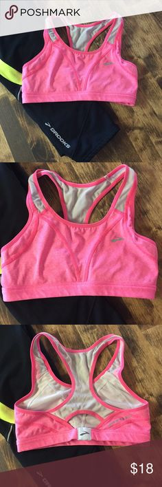 1abd347914 Brooks small 🌸 Super cute pink sports bra! This is in very good
