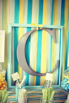Love the simplicity of this framed letter for a dessert table backdrop! #desserttable #backdrop