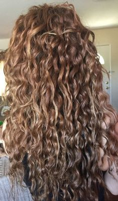 Curly hair Emerald Forest moisturizing shampoo with Sapayul oil for healthy beautiful hair Sulfate free vegan friendly cruelty free shampoo shop at Curly Hair Tips, Long Curly Hair, Curly Hair Styles, Curly Hair Shampoo, Curly Hair Salon, Curly Girl, Coiffure Hair, Pretty Hairstyles, Easy Hairstyles
