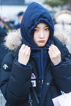 180218 ♡₊˚⁎ ©: toothpaste1201 South Korean Girls, Korean Girl Groups, Jung Chaeyeon, Ioi, Woman Crush, Most Beautiful, Winter Hats, Dramas, Black