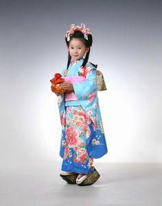 子供 Japanese Clothing, Japanese Outfits, Japanese Kimono, Rite Of Passage, Traditional Japanese, Yukata, Japanese Culture, Children, Kids