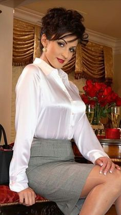 A beautiful white blouse and skirt and you have something to seduce - Frau - Sexy Outfits, Skirt Outfits, Sexy Bluse, Secret In Lace, Belle Silhouette, Satin Bluse, Satin Shirt, Blouse And Skirt, Bridal Outfits