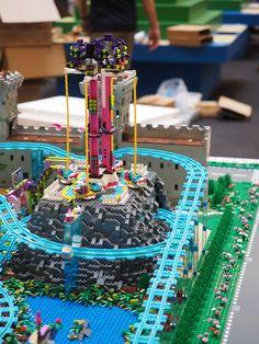 Build My LEGO Christmas (Malaysia) | par Brickfinder Lego Friends, Lego Christmas, Amazing Lego Creations, Lego City, Birthday Candles, Building, Cake, Desserts, Fun