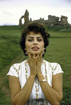 if charlie parker was a gunslinger,there'd be a whole lot of dead copycats: Gunslinger Guide: Sophia Loren