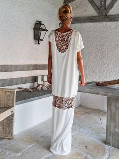 Kaftan vestido marfil con detalles de encaje de por SynthiaCouture