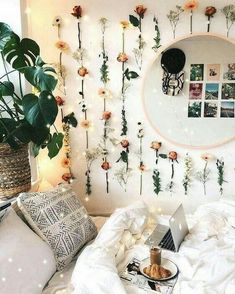 21 Cute Dorm Rooms We're Obsessing Over If you need ideas for cute dorm rooms, here are tons of cute dorm room decor ideas that will give you inspiration! These chic and cute dorm room ideas are affordable and perfect for a student budget. Cute Room Ideas, Cute Room Decor, Flower Room Decor, Comfy Room Ideas, Teen Wall Decor, Paper Room Decor, Cheap Room Decor, Cute Dorm Rooms, College Dorm Rooms