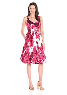 17 Beautiful Floral Dresses to wear this Spring (advertisement)  #ad #floraldress #floral #dress #springfashion #whattowear #springcollection #summerfashion #summercollection