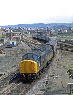 40058 leaves Llandudno Junction with the York - Llandudno service, ©Rail Photoprints Electric Locomotive, Diesel Locomotive, Uk Rail, National Rail, Train Companies, Train Service, Train Pictures, Electric Train, Trains