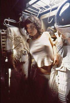 Sigourney Weaver as Ripley, Alien Alien 1979, Alien Film, Tv Movie, Sci Fi Movies, Science Fiction, Pet Sematary, Art Pulp, David Fincher, Movies And Series