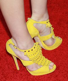 """Anna Kendrick Photos - Actress Anna Kendrick attends the premiere of Universal Pictures' """"Scott Pilgrim vs. the World"""" at Grauman's Chinese Theatre on July 27, 2010 in Hollywood, California. - Premiere Of Universal Pictures' """"Scott Pilgrim Vs. The World"""" - Arrivals"""