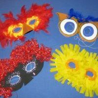 Masken selber machen: Masken einfach aus Papier, Pappe, Krepp-Papier, Wolle, Glitzer und mehr basteln. Für Fasching, Kindergeburtstag, Party und Verkleidung. http://www.kreativ-portal.de/anleitungen/verkleidung/masken