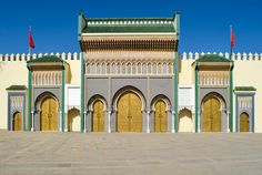 Palais royal de Fès. Dar el Makhzen. #palais #maroc #fes #voyage Taj Mahal, Logo Design, Palais Royal, Branding, Travel, Logos, Morocco, Brand Management, Viajes