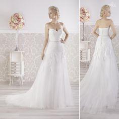 Bellissimo abito da sposa in pizzo bianco dallo stile moderno articolo  Maricel Monica Loretti  e10c82f4521