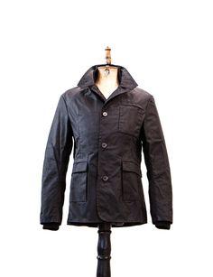 Was verkörpert Workwear besser als ein Original von Dan Tucker? Der Anvil Heavy Blazer ist etwas für echte Kerle. Aus 100% robuster gewachster Baumwolle und mit seinen Außen- und Innentaschen ist er praktisch und lässt dich...