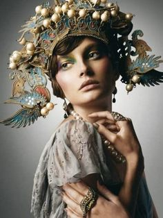 Previous Pinner said: Millinery-The most beautiful hat ever created. ***I don't know about 'most beautiful' but I can see it being part of a Goddess or Nymph costume. Bohemian Style, Boho Chic, Vintage Bohemian, Tribal Style, Ethnic Style, Bohemian Fashion, Foto Fantasy, Fantasy Hair, Fantasy Makeup