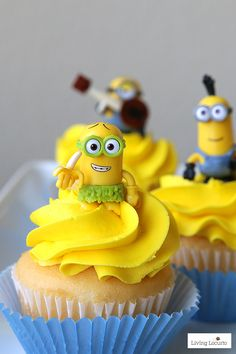 DIY ideas for a Minions Party or Despicable Me Minion Themed Birthday Party. Minion crafts, cupcakes, party activities and more! Minion Cupcakes, Love Cupcakes, Yummy Cupcakes, Cupcake Cakes, Minion Theme, Minion Birthday, Despicable Me Party, Minion Party, Minion Craft