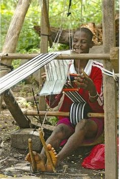 In contrast to the Baule, the weaving of the Dan people in the central western part of the country is very obscure.