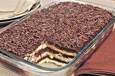 Aprenda esta receita de pavê de brigadeiro com chocolate meio amargo, que além de prático de fazer, fica uma delícia para a sobremesa do final de semana!