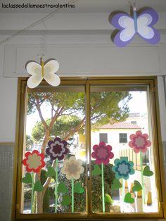 window artwork in playroom School Room Decorations, Classroom Decor, Toddler Crafts, Diy And Crafts, Crafts For Kids, Art Activities For Kids, Art For Kids, Flower Window, Kindergarten Crafts