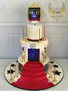 "Made for a joint and birthday party, Mum and Son, they wanted something ""grand"" and ""elegant"" in a Red Carpet Oscars theme. This is what I came up with complete with LED mini lights. Happy Birthday Cakes, 21st Birthday, Birthday Gifts, Hollywood Birthday Parties, Hollywood Cake Theme, Hollywood Party Decorations, Red Carpet Theme Party, Hollywood Sweet 16, Movie Cakes"