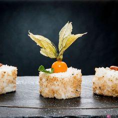 Abgesehen von der coolsten Toilette von Graz gibt es in der @dreizehn_genussbar nun definitiv das coolste Sushi von Graz. Aber auch für jene die Sushi nicht so gerne mögen bietet die neue Küchenlinie abwechslungsreiche und kreative Gerichte  den Bericht findest du im Blog Archiv. #experimentalsushi #sushi #neuingraz #dreizehn #süßessushi #sogut #foodgasm #foodpic #instafood #foodies #foodie #foodshot #foodstagram #instafood #photooftheday #picoftheday #testesser #graz #steiermark #austria…